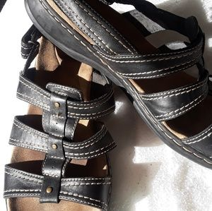 Clark's  leather brown sandals 10 wide